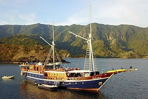 The Indonesia dive liveaboard All Star Aurora in Raja Ampat