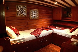 A twin cabin on the All Star Aurora, a Indonesia dive liveaboard
