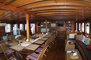 Main salon on the Indonesia dive liveaboard All Star Aurora