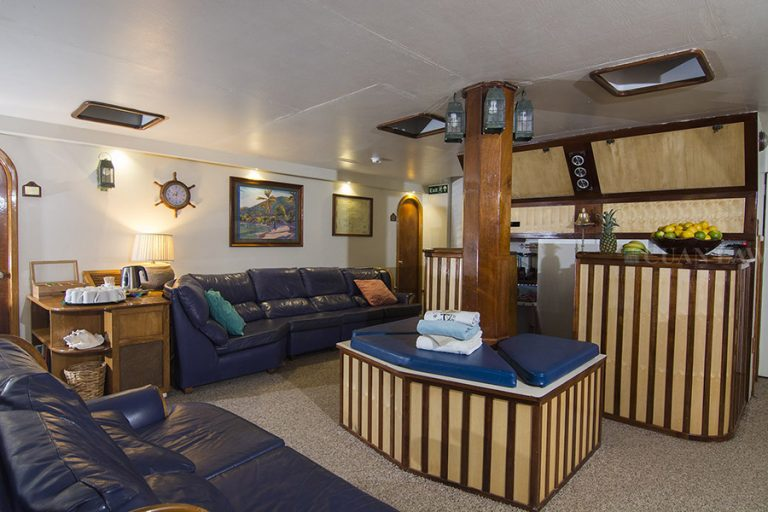 The main salon and bar on the BVI charter yacht Cuan Law