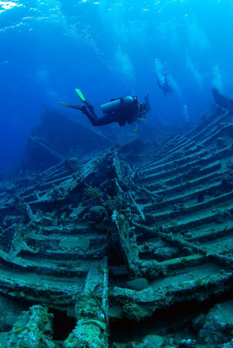 Diver off the liveaboard Cuan Law on the Rhone wreck.