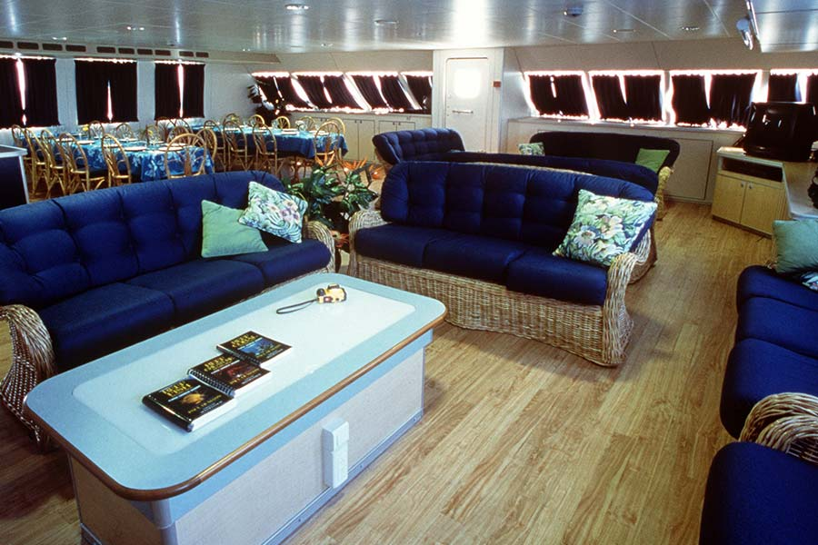 The spacious main salon on the Bahamas dive liveaboard Aqua Cat