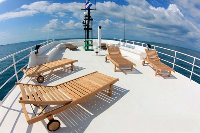 Cuban dive liveaboard All Star Avalon II sundeck