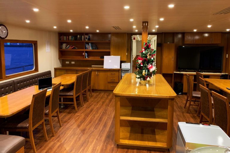 The dive liveaboard All Star Infiniti Vessel Salon and dining area.