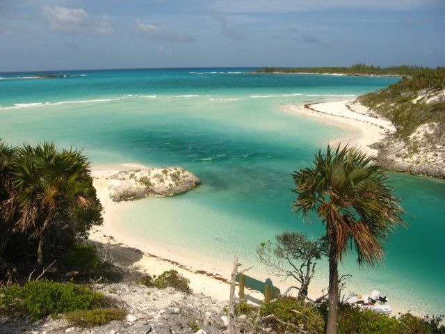 An inlet at Shroud Cay, a great excursion in the Exuma Cays